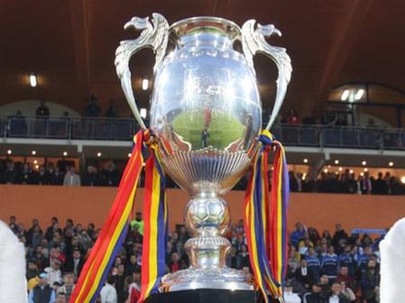 Formatia CFR Cluj a castigat pentru prima oara in istorie Cupa Romaniei Timisoreana, dupa ce a invins, sambata, scor 2-1 (0-0), echipa Unirea Urziceni, in finala disputata pe stadionul Ceahlaul din Piatra Neamt, si a realizat eventul la trei zile dupa obtinerea primului titlu de campioana, sambata, 10 mai 2008. LIVIU CHIRICA / MEDIAFAX FOTO